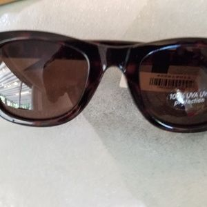 Banana Republic Accessories - Banana Republic Wayfarer Sunglasses